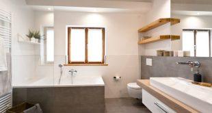 Badsanierung: Schickes Wohlfühlbad mit viel Holz und modernen Fliesen in Betonoptik von Banovo GmbH