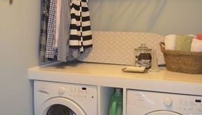 Laundry room ideas that suit smaller spaces. This one takes the cake for me! #la...