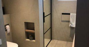 Schönes, elegantes Badezimmer mit Béton Ciré Pro im ... - #badezimmer #Badkam...
