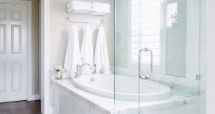 Unser fertiges Master-Badezimmer umgestalten - Andee Layne - #Andee #fertiges #L...